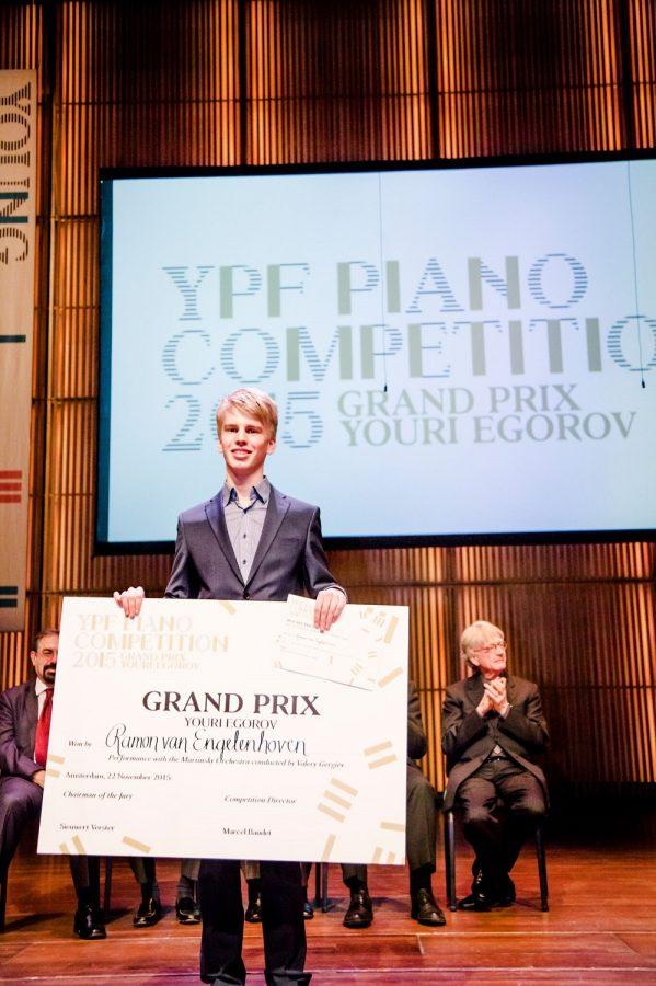 Ramon van Engelenhoven wint de prijs Grand Prix Youri Egorov tijdens YPF Piano Competition 2015. Foto: Foppe Schut