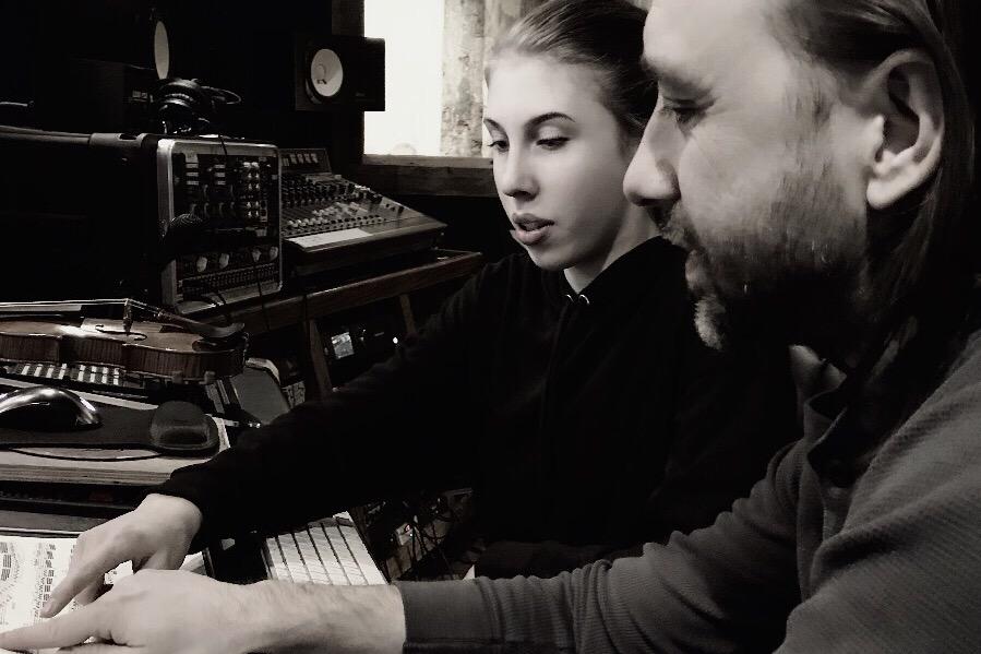 Sanne in de studio