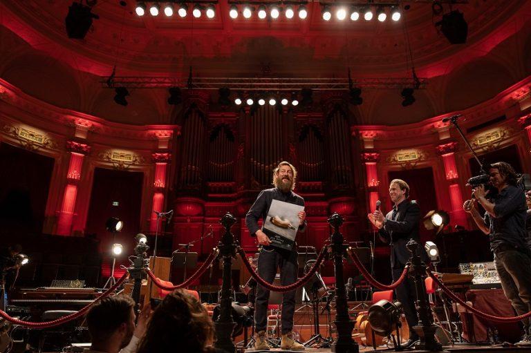 De Nederlandse pianist Joep Beving ontving een gouden plaat met Prehension (2017) – Luister Magazine
