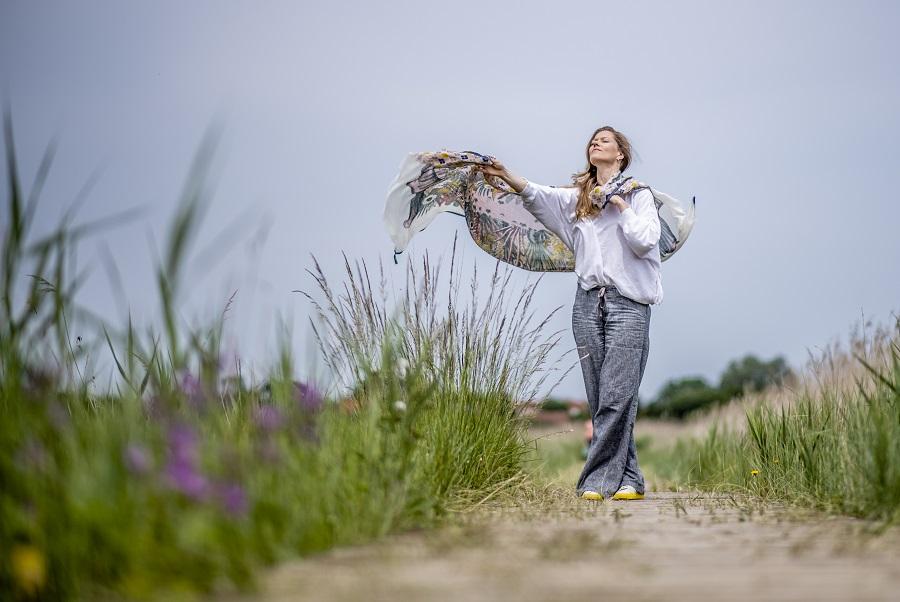 Barbara Hannigan is de sopraan, dirigent en engel van de klassieke muziek - Luister magazine