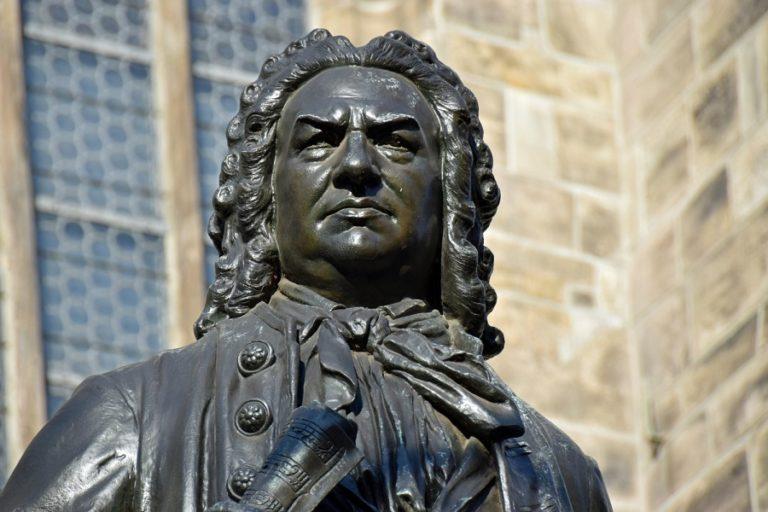 Het beste van Bach - een top 5 door Luister Magazine over klassieke muziek. Luister naar de cantates of de Matthäus-passion van Bach!