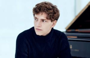 Jonge talentvolle musici krijgen een podium in het Concertgebouw. Zowel een cellist, als een sopraan en een pianist (de piepjonge Jan Lisiecki) - Luister Magazine over klassieke muziek