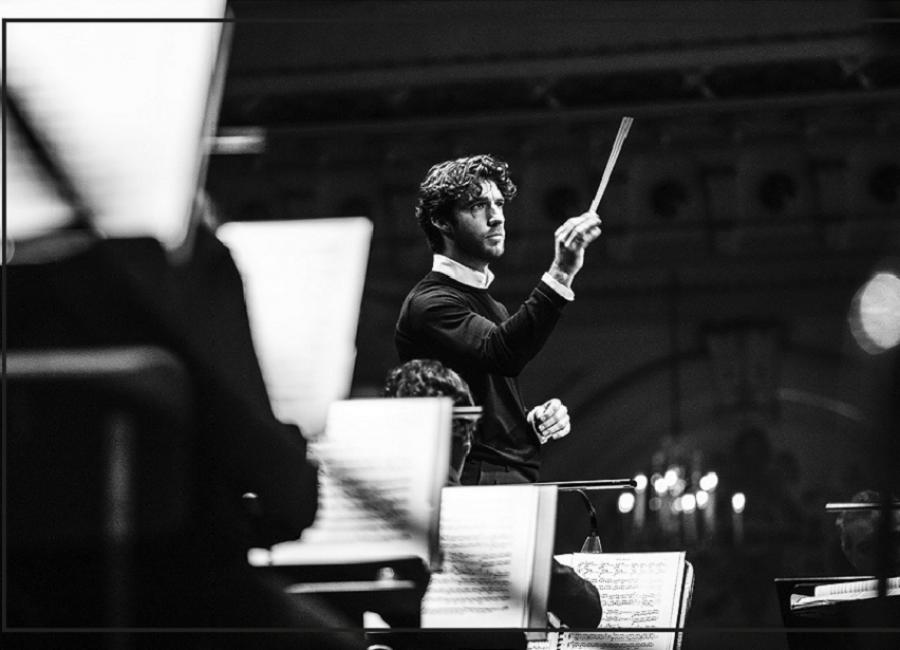 Lorenzo Viotti, chef-dirigent van het Nederlands Philharmonisch Orkest.